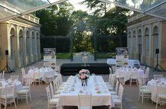 Location chaise Chiavari blanche pour diner gala.