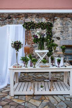 Ρομαντικές ιδέες διακόσμησης γάμου με αμάραντο - EverAfter Baptism Decorations, Wedding Decorations, Table Decorations, Romantic Wedding Decor, Wedding Table, Unique, Furniture, Ideas, Home Decor