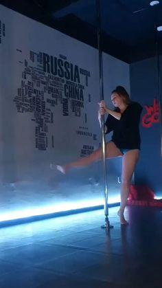 Pole Fitness Moves, Pole Dance Moves, Pole Dancing Fitness, Sport Fitness, Pole Classes, Dance Stretches, Dance Workout Videos, Dance Photography Poses, Pole Tricks