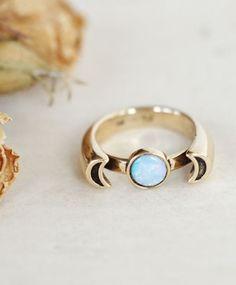 10K Gold Luna Ring w/ Opal  - ❣ Relicário ❣ - makemyworldburn.tumblr.com