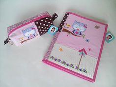 Conjunto de capa de caderno e estojo personalizado www.facebook.com/carololiveiraatelier/ www.elo7.com.br/carolatelier #patchwork #bordado #costuracriativa #capadecaderno #pedagogia #estojo #artesanato #faculdade #escolar #coruja #owl