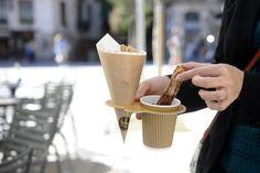Food Inspiration take away churros en la xocolateria de Oriol Balaguer Takeaway Packaging, Food Packaging Design, Coffee Packaging, Cafe Design, Food Design, Churreria Ideas, Food Truck, Menue Design, Pause Café