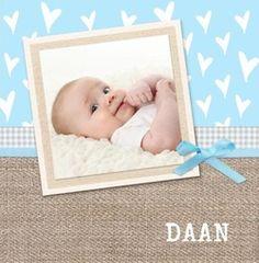 Hippe geboortekaartjes met foto voor een jongetje. Kies een van de hippe geboortekaartjes, pas de tekst aan en je hippe geboortekaartje is klaar! http://www.geboortepost.nl/geboortekaartjes/hippe-geboortekaartjes/