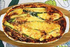 Kesäkurpitsalasagne on valmistettu itse asiassa täysin ilman pastaa. Lasagnelevyjen virkaa ajavat ohuiksi leikatut kesäkurpitsat.