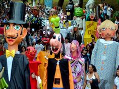 O Museu da Língua Portuguesa está com inscrições abertas para um curso de confecção de Bonecões de Carnaval. O curso oferece 25 vagas e acontece nos sábados 12, 19 e 26 de janeiro e 2 de fevereiro, sempre às 14h. A inscrição é Catraca Livre.