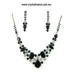 Set de collar y aretes en tono plateado y negro con cristales estilo 40071