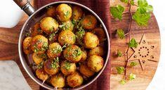 Recept på vegobullar med parmesan, citron och persilja. Mycket saftiga och goda bullar med mixad mandel och parmesan.