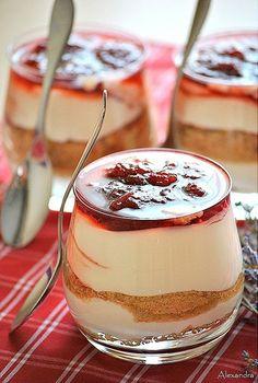 Express Greek Dessert with Yogurt, Cookies and Marmalade. Greek Sweets, Greek Desserts, Party Desserts, Greek Recipes, Sweets Recipes, Candy Recipes, Cooking Recipes, Cyprus Food, Mini Cakes