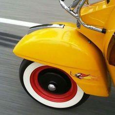 Vespa Bike, Scooter Custom, Architecture Art Design, Go Kart, Funny Design, Vintage Vespa, Dirt Track, Auto Racing, Scooters