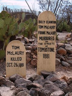 Boot hill graveyard, also wonderful fudge Arizona Road Trip, State Of Arizona, Arizona Usa, Cemetery Headstones, Old Cemeteries, Old West Outlaws, Unusual Headstones, Old West Photos, Tombstone Arizona