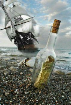 Navio Pirata abandonado. ..Uma Mensagem na garrafa chega à Praia !