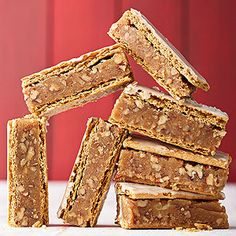 You'll love these holiday-ready no-bake cookie recipes. Including peanut butter sandwich cookies, chocolate haystacks, candy-topped crispy treats, and more, these no-bake cookies come together in a flash -- no oven required! Quick Christmas Cookie Recipe, Christmas Cookies, Christmas Baking, Peanut Butter Sandwich Cookies, Peanut Butter Bars, Coconut Bars, No Bake Cookies, Cookies Et Biscuits, Bar Cookies