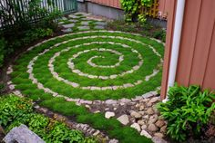 awesome 44 Inspiring Labrynth Garden Design Ideas https://wartaku.net/2017/06/14/44-inspiring-labrynth-garden-design-ideas/