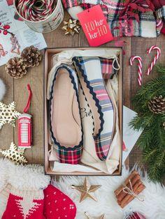 Blog-Mode-And-The-City-Lifestyle-Cinq-Petites-Choses-199-J.crew-plaid-shoes-chaussures-écossais2 Preppy Christmas, Christmas Shoes, Winter Christmas, Christmas Crafts, Xmas, Shots Ideas, J Crew Style, Shoes Photo, Classic Chic