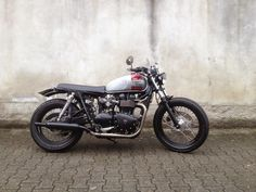 Perfect the Triumph Bonneville BratStyle #21 by Aniba Motorcycles. Do you think?www.caferacerpasion.com