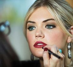 Kate Upton makeup, red lipstick