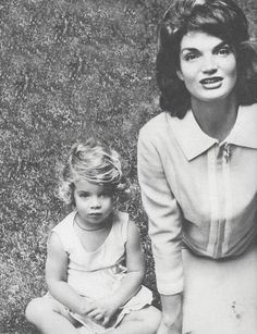 Jacqueline Kennedy Photographs: Jackie Kennedy Casual and Family Life Archive John Kennedy, Estilo Jackie Kennedy, Les Kennedy, Caroline Kennedy, Jacqueline Kennedy Onassis, Carolyn Bessette Kennedy, Sweet Caroline, Lee Radziwill, Grace Kelly