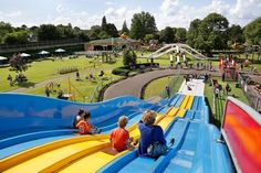 There are over 350 pieces of playground equipment and attractions in Linnaeushof. Check out all the things you can do in Linnaeushof here! Holidays With Kids, Online Tickets, Kids And Parenting, Playground, Netherlands, Attraction, Things To Do, Places To Visit, Fair Grounds