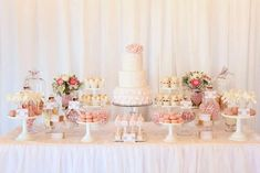 Love this table, colors, texture, everything about it ;) just with our wedding cake in the middle
