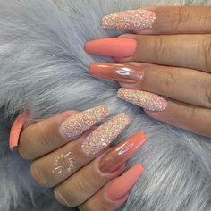 Pintrest:PussyPoppinPink Phhhoto: nuggwifeee Sc:malinasma✨ Fabulous Nails, Gorgeous Nails, Simple Nails, Gel Nails, Coffin Nails, Nail Nail, Nail Polish, Coral Nails Glitter, Coral Acrylic Nails
