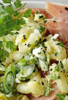 Cremet pastasalat med æg og laks | SØNDAG Potato Salad, Potatoes, Ethnic Recipes, Entertaining, Drink, Food, Beverage, Eten, Potato