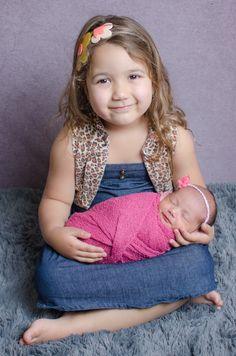 Amor de irmãs - ensaio newborn Belo Horizonte - Contagem - Léo Noronha Fotografia