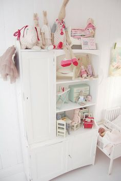 White, pink, red, mint: baby nursery colors