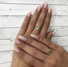 Faded french nails posts my life nails, alm Almond Acrylic Nails, Almond Shape Nails, Cute Acrylic Nails, Almond Nail Art, Acrylic Gel, French Nails, French Manicure Nails, French Stiletto Nails, Almond Nails French