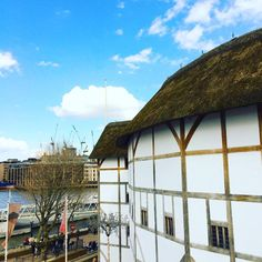 A sunny afternoon at Shakespeare's Globe on Bankside, London. Theatre Stage, Globe Theatre, Elizabethan Theatre, Sunny Afternoon, Days Out, Public Transport, Shakespeare, Day Trips, Life Is Good