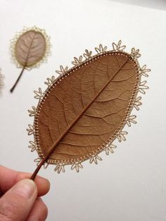 Simple Crochet Work Turns Dead Leaves Into Gorgeous Works Of Art When most people crochet and sew, they create soft, fuzzy, wearable things like hats,. Crochet Leaves, Crochet Flowers, Crochet Art, Easy Crochet, Bordados E Cia, Embroidered Leaves, Deco Nature, Popular Crafts, Knitting Blogs