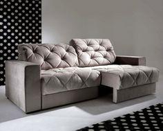 O sofá retrátil Dubai (234 x 95 x 88 cm) é da ObraVip. Ele acomoda facilmente até quatro pessoas -- imagina ter todoe sse espaço para se jogar? É só reclinar e relaxar!Preço sob consulta.