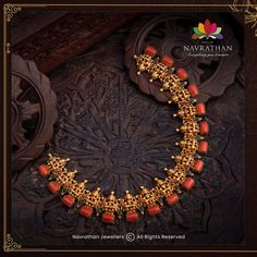 Don't Miss These Royal Looking Necklace Designs!! • South India Jewels Gold Temple Jewellery, Bead Jewellery, Gold Jewelry, Diamond Jewelry, Gold Earrings, Bridal Jewellery, Stone Jewelry, Wedding Jewelry, Beaded Jewelry