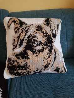 Throw Pillows, Bed, Pet Dogs, Cushions, Stream Bed, Decorative Pillows, Decor Pillows, Beds, Pillows