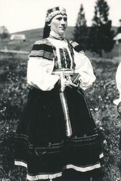 Žena zo Ždiaru v typickom sviatočnom odeve Pride, Victorian, Culture, Dresses, German, Polish, Fashion, Pray, Vestidos