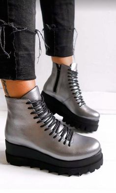 Dr. Martens, Timberland Boots, Combat Boots, Shoes, Fashion, Moda, Zapatos, Shoes Outlet, Fashion Styles