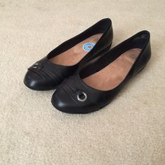 Black dress flats Very comfortable dress flats. Have memory foam insoles. Cute top design. Only worn once. Faded Glory Shoes Flats & Loafers