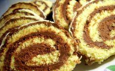 Retete Culinare - Rulada cu ciocolata de casa Easy Desserts, Delicious Desserts, Dessert Recipes, Yummy Food, Romanian Desserts, Romanian Food, Romanian Recipes, My Recipes, Cooking Recipes