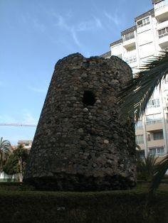 Torre Ladeada de Algarrobo. Estado de la torre vigía en la actualidad. Imagen datada  en 2003 forma parte del Fondo de Arqueología del Archivo de Diputación de Málaga.