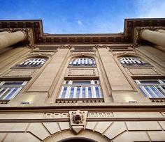 CCBB-Belo Horizonte O bonito prédio #CCBB e sua arquietura. As exposições do predio museu são de entrada franca e ele abre as segundas! Ótimo! Essa região é imperdivel em BH #aosviajantes