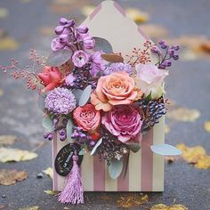 217 вподобань, 2 коментарів – Handmade (@ariadna_frogg) в Instagram: «Сегодня трудно удивить букетом цветов. Но свежие композиции сделают неповторимым ваш подарок !…»