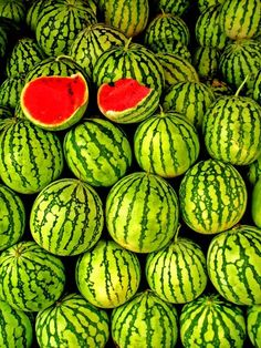 The melons have different tones of green ranging from light to dark giving them a more detailed and textured look. The two melons with the red insides compliment with the green tones. I love the contrast between the red and green, the amount of green makes the red stand out so much. Green is such a great colour
