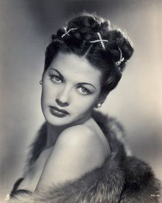 """Yvonne De Carlo 1946 Best known for her role in the TV series """"The Munsters"""" as Lilly Hollywood Stars, Old Hollywood Glamour, Golden Age Of Hollywood, Vintage Glamour, Vintage Hollywood, Classic Hollywood, Vintage Beauty, Yvonne De Carlo, Classic Actresses"""