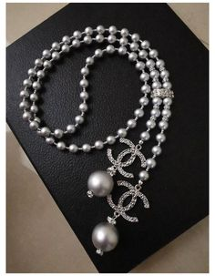 Chanel Pearl Necklace, Pearl Necklace Designs, Long Pearl Necklaces, Chanel Pearls, Chanel Jewelry, Bridal Necklace, Fashion Jewelry, Beaded Necklace, Chanel Chanel