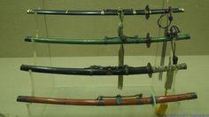 운검(雲劍), 17세기, 철, 상어가죽, 붉은 술 장식. 조선시대 무관의 관직명에서 유래되었으며 왕을 경호하는 운검(2품 무관)이 사용하던 검이다.