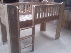 Halfhoogslaper van steigerhout van Wooddesign4u op DaWanda.com