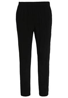 Diese Stoffhose lässt sich super kombinieren. Vero Moda VMSUPER EASY - Stoffhose - black für 20,00 € (26.05.16) versandkostenfrei bei Zalando bestellen.