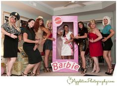 What a brilliant idea! A completely safe, yet still giggle worthy fun bachelorette party theme. Christine Piotrowicz friends organized this *surprise* bachelorette party for her by hiring a condo and converting it into a Barbie's ultimate beach house. Bachlorette Party, Barbie Bachelorette, Beach Bachelorette, Bachelorette Party Themes, Barbie Theme, Barbie Party, Tattoo Papier, Barbie Y Ken, Barbie Box