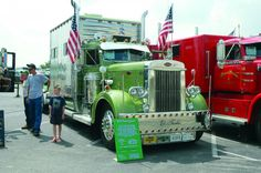 We have been eyeballing the Old Time Truck Show as it's grown into a serious regional history event and gathering of the clans who love trucking history. Show Trucks, Big Rig Trucks, Old Trucks, Country Trucks, Toys For Boys, Old Cars, Tractors, Old Things, Rigs