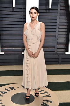 ROONEY MARA WEARING #PEARL  TO THE VANITY FAIR OSCAR PARTY IN LOS ANGELES! #redcarpet from @jimmychoo's closet