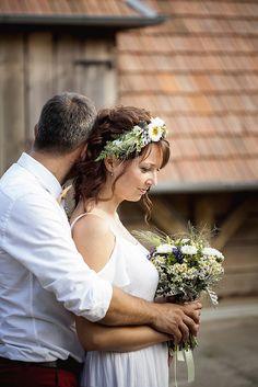 janka a peter Bride Groom, Wedding Bride, Beautiful People, Wedding Photography, Wedding Photos, Bride, Wedding Pictures, Brides